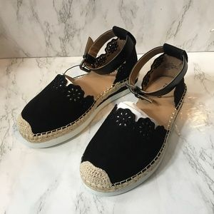 NWT Torrid Faux Suede Eyelet Sport Flats / size 8